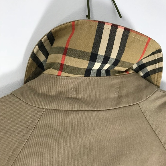 f09e5d62e84 Burberry Jackets   Blazers - BURBERRY women s vintage tan car coat nova  plaid 4